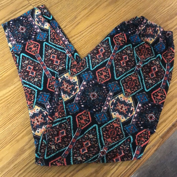 Ultra Flirt Pants - Really Soft Leggings with abstract design